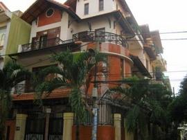 Cho thuê villa cao cấp 2 mặt tiền rất đẹp tại khu sân bay Tân Bình 10x20, 2 lầu