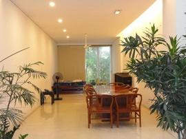 Cho Thuê MT nội bộ Lê Văn Thọ P11 GV, DT 200 m2, xd 4x25m, trệt 3 lầu, sân vườn