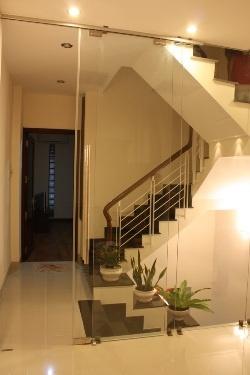 Cho thuê nhà đ. Phan Huy Ích, Tân Bình, nhà 3 lầu, mới, n.thất cao cấp, 4mX14m