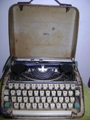 Đồng Nai: Bán máy đánh chữ loại nhỏ đang sử dụng cho ai thích sưu tầm đồ cổ giá 5 triệu CL1002304