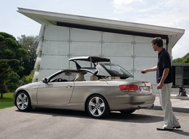 Bán BMW 320i loại 5 chỗ, 2 cửa, mui xếp cứng màu ghi La tinh đời 2010