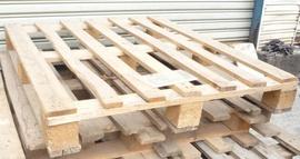 Thanh lý nhanh pallet gỗ 40k, pallet nhựa 100k chất lượng tốt