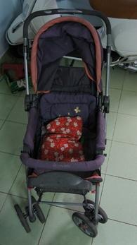Cần thanh lý lại xe đẩy em bé , xe còn mới 85% , có thể xếp gọn dễ dàng