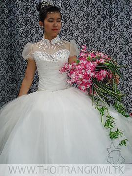 Thanh lý 2 bộ váy cưới đã qua 1 lần sử dụng