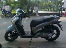 Cho thuê xe SHi 150 Italy 2010, màu xám đen, nhà sử dụng ít nên cho thuê với giá