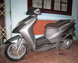 ----- Bán Honda Dylan 150cc 2004 50tr.