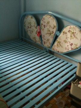 Cần bán 1 giường sắt 1m6 x 2m còn mới 95%. Giá 1tr ai có nhu cầu liên hệ