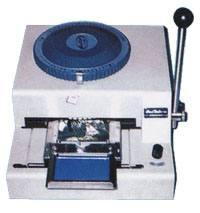 Máy dập chữ nổi trên thẻ nhựa PVC, giá 6. 800. 000Đ ((( CTY Thành Đạt)))