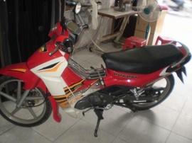 Cần bán chiếc xe suzuki spotr RGV 120 màu đỏ !