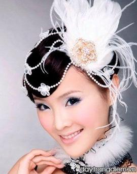 Dạy trang điểm cô dâu 3,5 triệu + khuyến mại khóa bới tóc