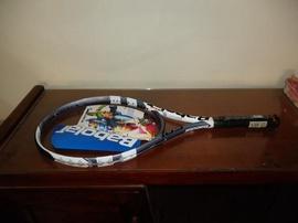 Cần bán cây vợt tennis Babolat mới giá rẻ