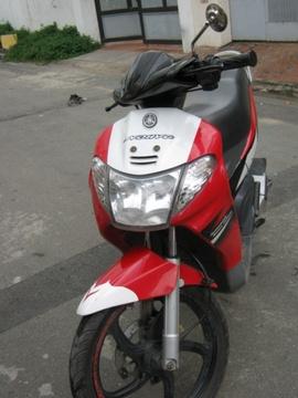 Xe Yamaha Nouvo đời trung cuối 2004, màu đỏ trắng, vành đúc phanh đĩa