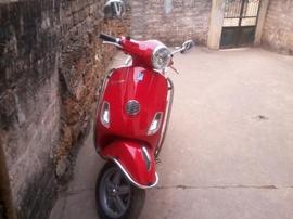 Cần bán xe LX Việt đăng ký tháng 3/ 2011. Đi được 8. 000km, xe màu đỏ