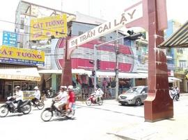 Cho thuê bảng hiệu quảng cáo : Vị trí cực đẹp, ngay ngã tư trung tâm Thị trấn
