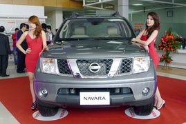 Nissan Navara 2013 bán tải 2 cầu có xe giao ngay, khuyến mãi lớn