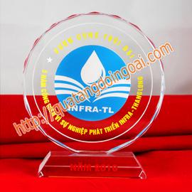 nhận sản xuất kỷ niệm chương pha lê, chuyên sản xuất cúp pha lê, biểu trưng