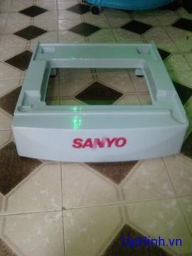 chân đế tủ lạnh SANYO loại 50 lít, 90 lít bằng nhựa, hàng chính hãng SANYO.