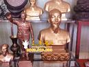 Tp. Hà Nội: Tượng đồng Bác Hồ ngồi đọc báo, tượng chân dung Bác bằng đồng vị lãnh tụ CL1429931