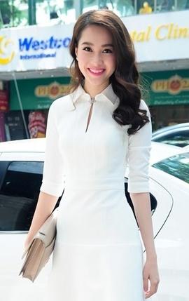 Đầm Thu Thảo cổ sơ mi trắng