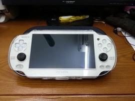 Cần bán máy chơi game Sony PSvita 1000 thẻ 32gb