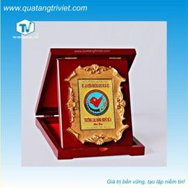 Sản xuất kỷ niệm chương pha lê, biểu trưng pha lê Cty Trí Việt