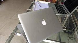 Bán Macbook pro 13 inch, hình thức đẹp, màn 13 inch