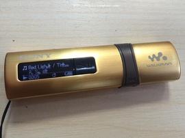 Bán máy nghe nhạc Sony Walkman B183F màu gold, bộ nhớ 4gb, tích hợp FM, hình thứ