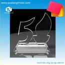 Tp. Hồ Chí Minh: Sản xuất kỷ niệm chương, biểu trưng pha lê thủy tinh gỗ đồng CL1178133P3