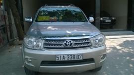 Bán xe Toyota Fortuner 2. 7 4x4 AT 2009, 688 triệu, màu bạc