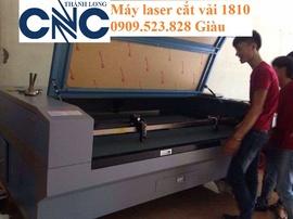 Máy Laser cắt vải tự động có đầu cuộn lôi vải giá rẻ