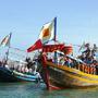 [2] Thuyền, ghe được trang hoàng lộng lẫy tham gia lễ rước.
