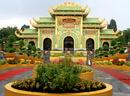 Ngôi đền dát vàng ở Bình Dương NEWS15960