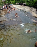 Trượt thác dưới chân núi Bạch Mã NEWS15313