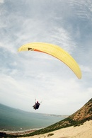 Trải nghiệm nhảy dù từ núi Hòn Hồng NEWS16404