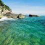 """[1] Lăng Cô được công nhận là vịnh biển đẹp trên thế giới. Ngày 6/6/2009, UBND tỉnh Thừa Thiên Huế tổ chức đón nhận danh hiệu """"Lăng Cô - vịnh đẹp thế giới"""" do Câu lạc bộ các vịnh biển đẹp nhất thế giới (Worldbays) bình chọn."""
