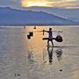 [2] Những ngày đầu hè, sương sớm bao phủ vịnh Lăng Cô vẽ nên một bức tranh thủy mặc.