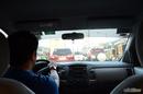 Giữ khoảng cách an toàn khi chạy xe ngày Tết RSN9829