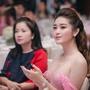 [4] Mẹ Huyền My (trái) luôn sát cánh bên con gái trong các sự kiện.