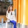 [5] Khi dùng chiếc quần ống đứng thanh lịch gam xanh cobalt làm món trang phục chủ đạo trên set đồ, Tú Anh gợi ý mix với áo và phụ kiện màu sắc nhẹ nhàng, đồng điệu, đem lại sự cân bằng hài hòa